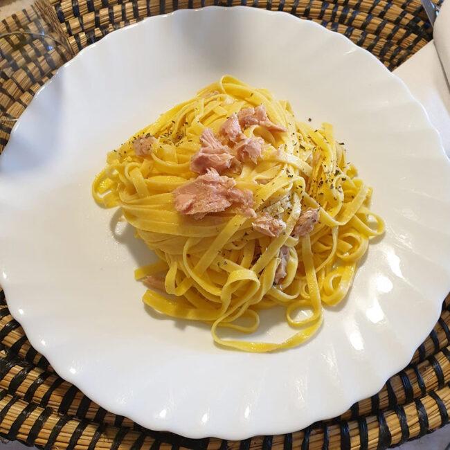 Fettuccine Pastaubi al limone con tonno - Le Ricette CibUbi